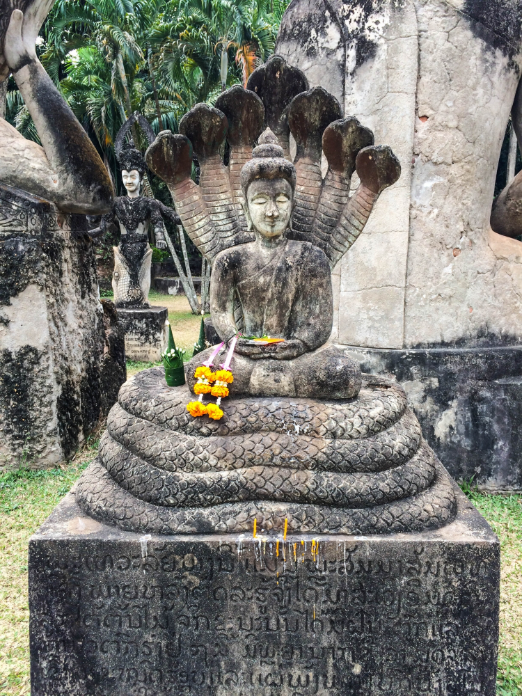 Kỳ lạ: Công viên có hơn 200 bức tượng Phật và Hindu ở Lào